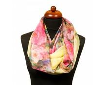 Col sjaal met bloemen