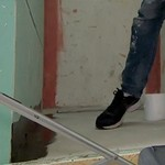 Het waterdicht maken van badkamers, kelders, vloeren, muren en andere toepassingen binnenshuis.