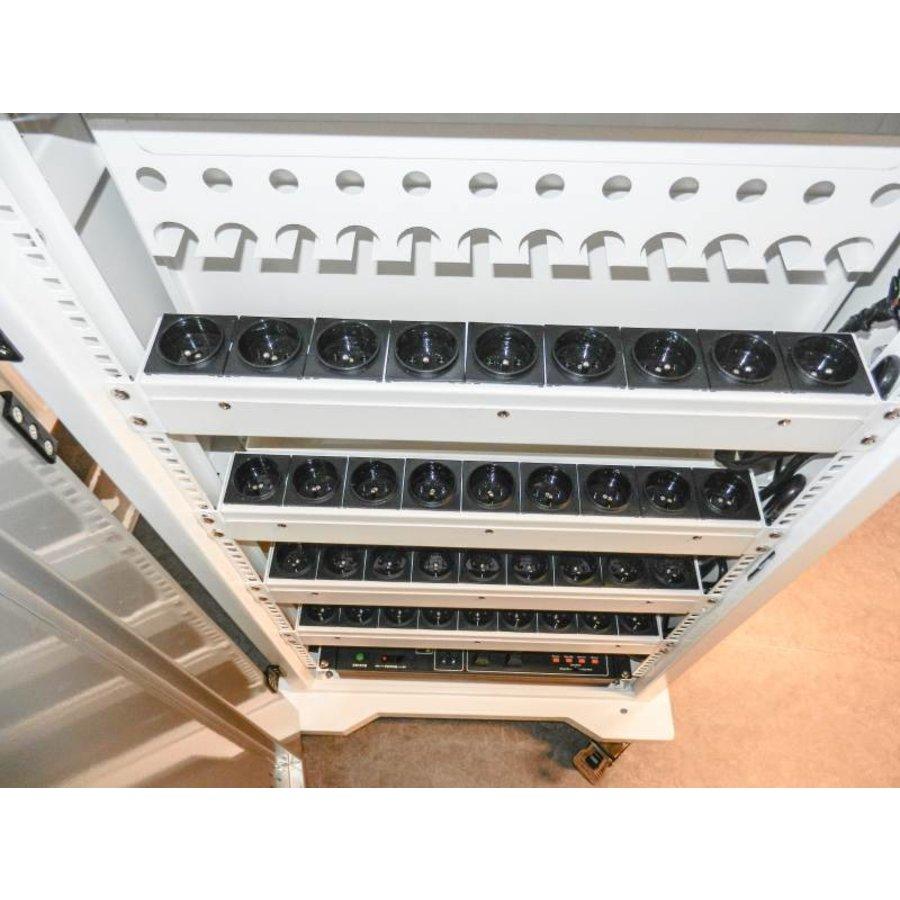 afsluitbaar laadstation T24 met 2x 12 verticale schappen voor iPads en Macbooks