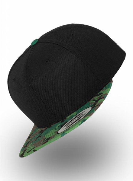 Yupoong Snapback Black Camo Groen