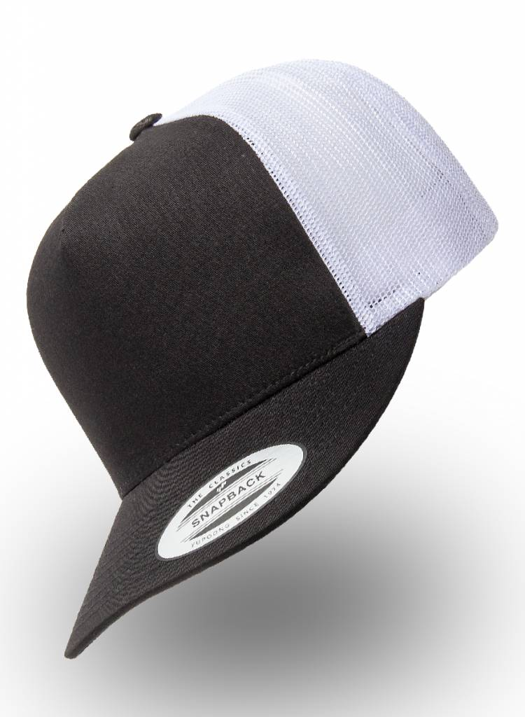 Yupoong Flexfit Truckers Cap Black White