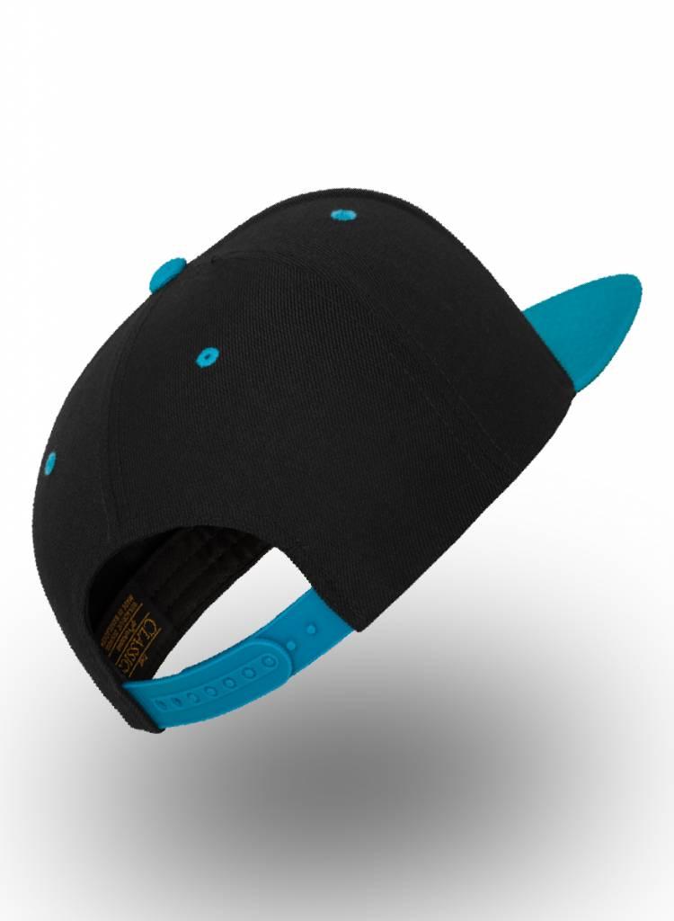 Yupoong Snapback cap Zwart- Aqua blauw. Pet bedrukken kleine oplage.