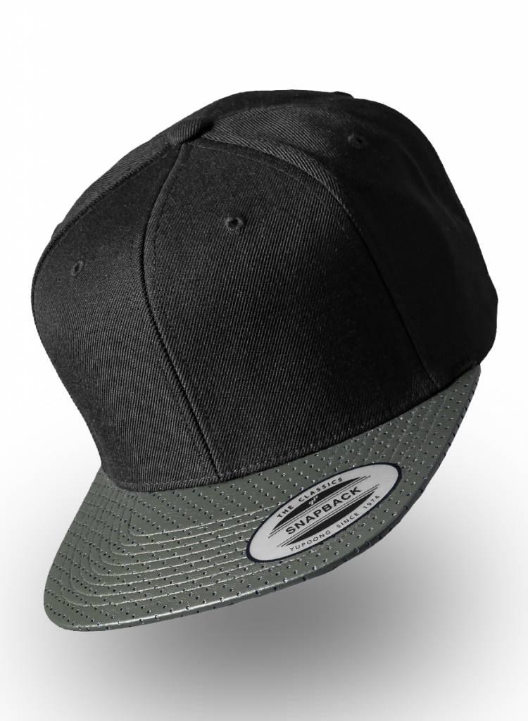 Customized snapback cap. Snow White - Personalised headwear d2e60197c28