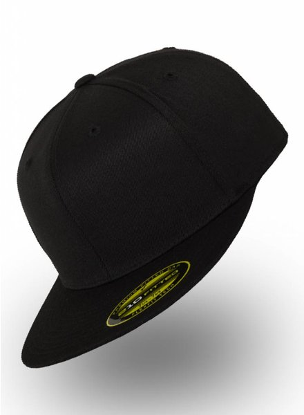 Yupoong Fitted Cap Zwart