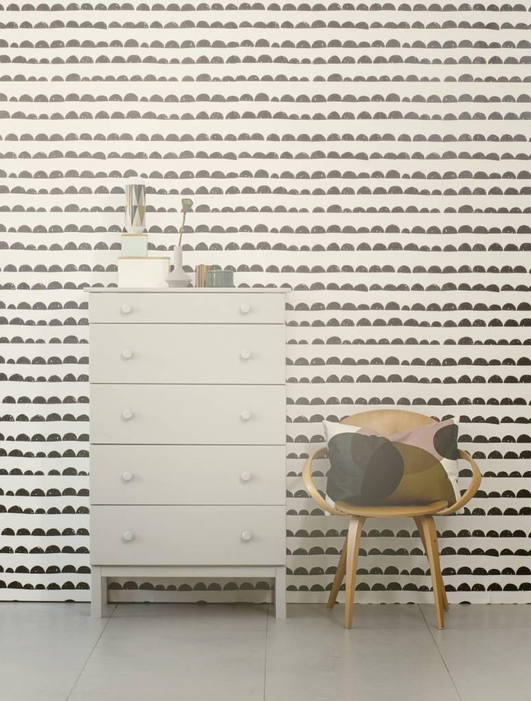 ferm living tapete half moon schwarz wei 10 05 x0 53m. Black Bedroom Furniture Sets. Home Design Ideas