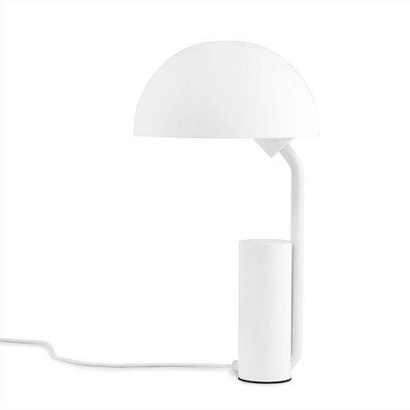 Normann Copenhagen Bordlampe kasket hvid plast ø28x50cm