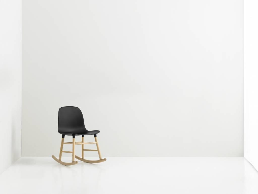 Normann copenhagen schaukelstuhl mit armlehnen form for Kunststoff schaukelstuhl