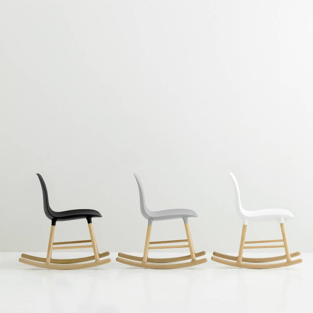 normann copenhagen schaukelstuhl form wei kunststof eichen holz 73x48x65cm. Black Bedroom Furniture Sets. Home Design Ideas