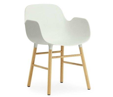 Normann Copenhagen Stuhl mit Armlehnen Form in weiß aus Eichenholz und Kunststoff 79,8x56x52cm