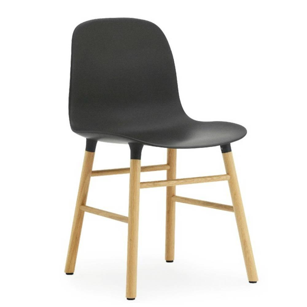 normann copenhagen stuhl form in schwarz aus eichenholz. Black Bedroom Furniture Sets. Home Design Ideas