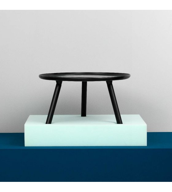 normann copenhagen tablo tisch in schwarz kunststoff mit schwarzen eschenholz beinen 50cm. Black Bedroom Furniture Sets. Home Design Ideas