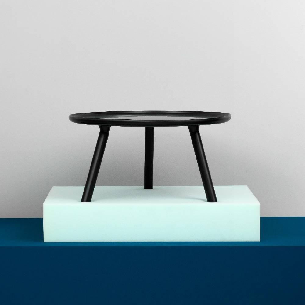 normann copenhagen tablo tisch in schwarz kunststoff mit schwarzen eschenholz beinen 78cm. Black Bedroom Furniture Sets. Home Design Ideas