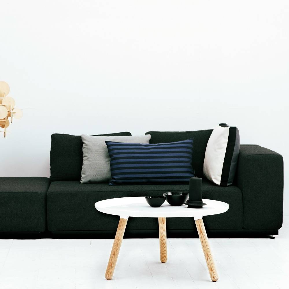 normann copenhagen tisch tablo in wei eschenholz und. Black Bedroom Furniture Sets. Home Design Ideas