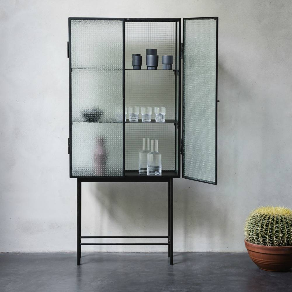 ferm living haze schrank vitrine schwarz metall glas 70x155x32cm. Black Bedroom Furniture Sets. Home Design Ideas