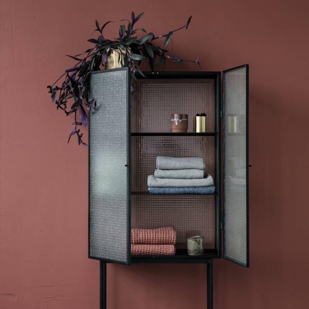ferm living haze schrank vitrine schwarz metall glas. Black Bedroom Furniture Sets. Home Design Ideas