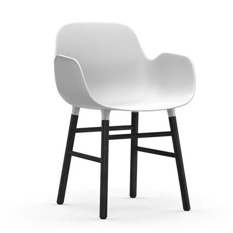 Normann Copenhagen Lænestol form hvid 56x52x80cm sort plast tømmer