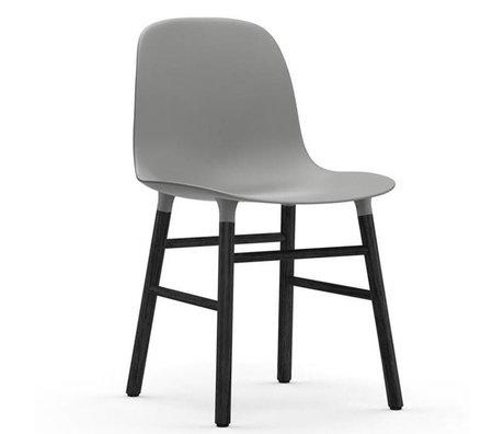 Normann Copenhagen Stuhl Form grau schwarz Kunststoff holz 48x52x80cm