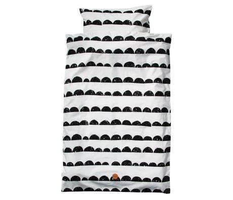 Ferm Living Literie de bébé Half Moon Set 70x100cm en coton bio noir et blanc, y compris taie 46x40cm