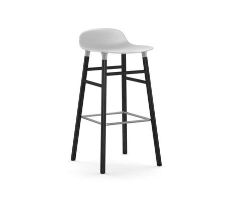 Normann Copenhagen Barstuhl Form weiß schwarz Kunststoff Holz 53x45x87cm
