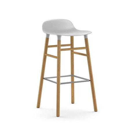 Normann Copenhagen forma Barstool de roble 87x40,8x42,2cm plástico blanco