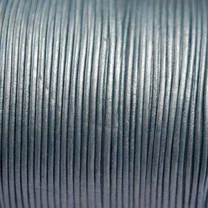 Blauw Leer rond licht blauw grijs parelmoer 1mm - per meter
