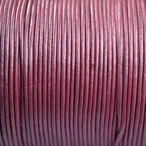 Paars Leer rond fuchsia paars parelmoer 1mm - per meter