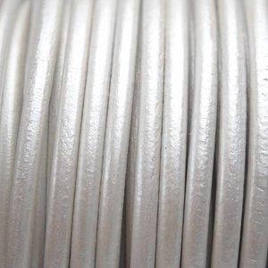 Wit Rond leer DQ wit metallic 2mm - per meter