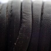 Bruin Druppelvormig Stitched leer donker bruin ±8x5mm