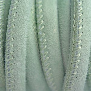 Groen Stitched leer PQ suede mint groen 6mm - per cm