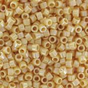 Geel Miyuki Delica Bead Opaque Pear Ab 11/0 - 4 gram