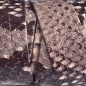 Bruin Plat leer nude bruin python 20x2mm - prijs per cm