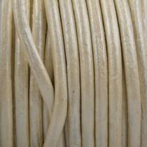 Wit Leer rond parel wit metallic 3mm - prijs per meter