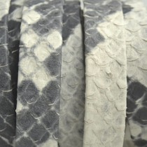 Grijs Plat nappa leer Off white grey snake 10x2mm - prijs per cm