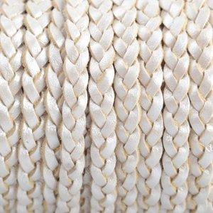 Wit Plat gevlochten leer wit metallic 5x2mm - prijs per 20cm