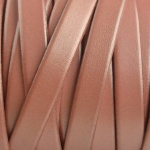 Roze Plat Italian leer Vintage pink metallic 10x2mm - prijs per cm