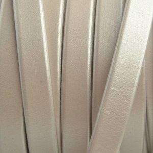 Wit Plat Italian leer Wit metallic 10x2mm - prijs per cm