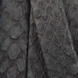Zwart Luxe plat leer snake zwart 10x2mm - prijs per cm