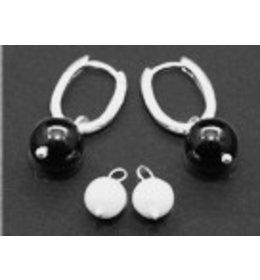 zilveren klapcreool: pearl and onyx ball