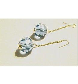 zilveren oorhanger: dangling blue crystal