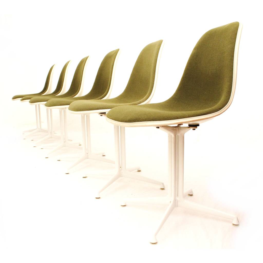 La Fonda eetkamerstoelen ontworpen door Ray & Charles Eames voor ...