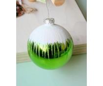 Grote groene hoogglans kerstbal sneeuw
