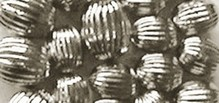 Schmuck Gestalten / Jewellery art Grooves pearls, silver, 8mm