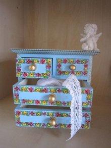 Objekten zum Dekorieren / objects for decorating Schubladenschränkchen, 17 x 16 x 9 cm