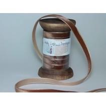 Ribbon i høj kvalitet, 15mm x 1,5 mtr, brun på nostalgisk spole.