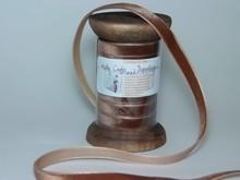 DEKOBAND / RIBBONS / RUBANS ... Ribbon i høj kvalitet, 15mm x 1,5 mtr, brun på nostalgisk spole.
