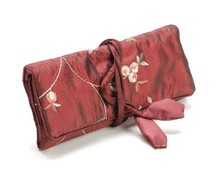 Schmuck Gestalten / Jewellery art Elegance Jewelry roll, red, 19x 26cm, embroidered with small florets.