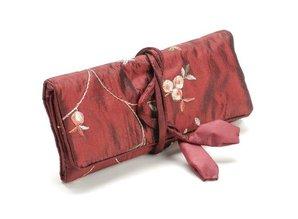 Schmuck Gestalten / Jewellery art Elegance Schmuckrolle,rot, 19x 26cm, bestickt mit kleine Röschen.