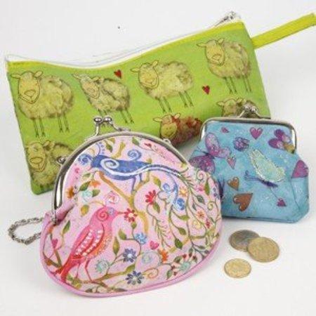 Objekten zum Dekorieren / objects for decorating 1 pencil bag, 23x11 cm, to decorate, paint and decorate.