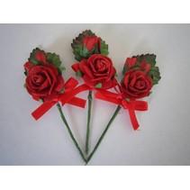 3 mini rode roos boeketten met lint. - Copy