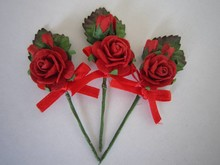 BASTELSETS / CRAFT KITS: Rosa 3 mini bouquet rosso con il nastro. - Copy